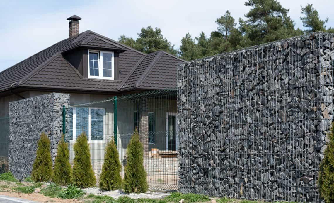 ogrodzenie z kamienia domu jednorodzinnego