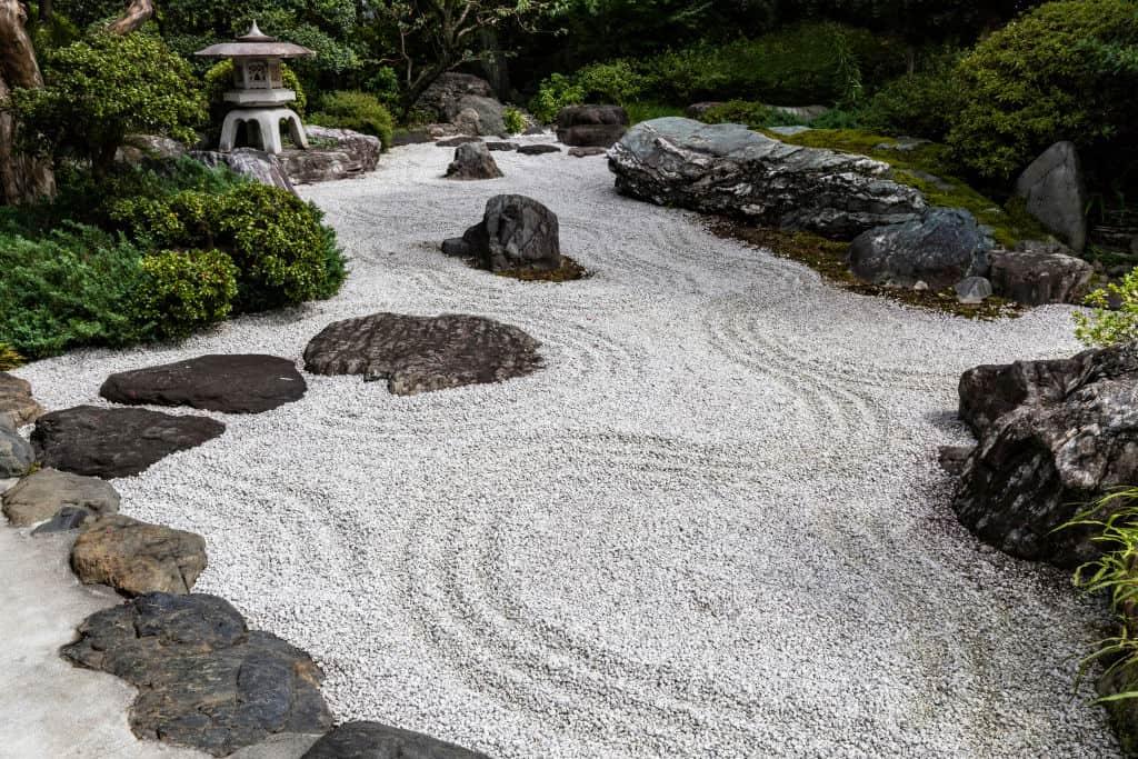 żwirowa ścieżka ogrodowa
