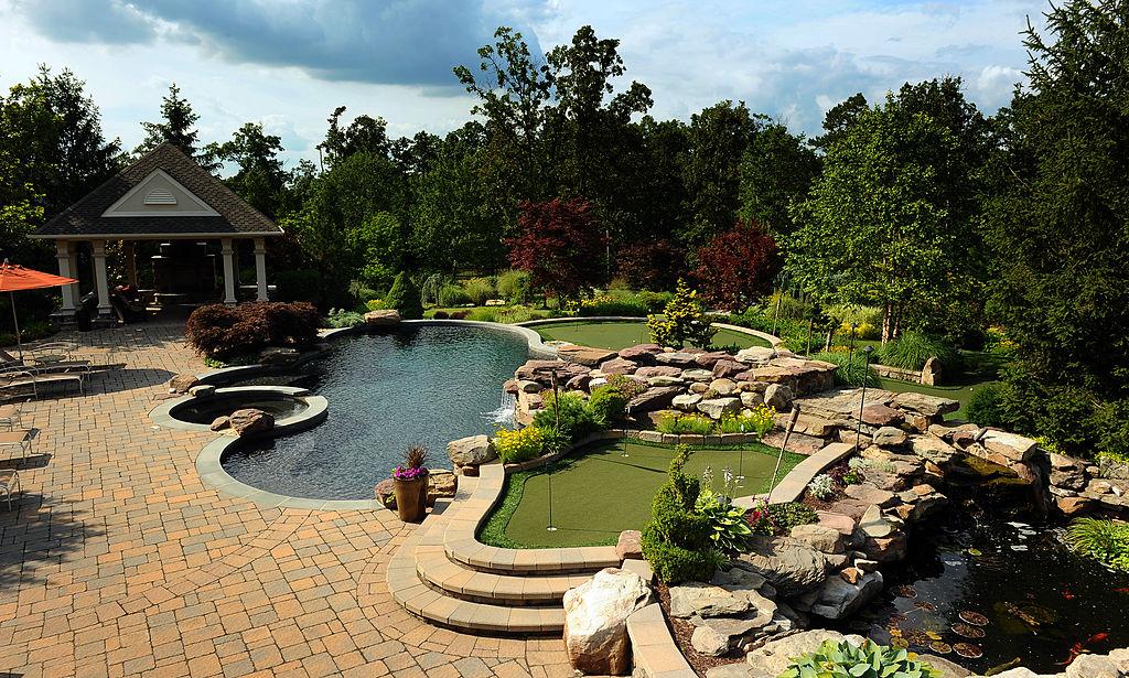 oczkow wodne i basen ogrodowy